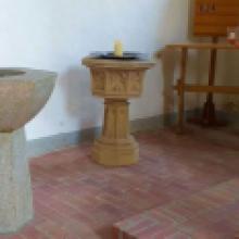 2019 August Die Kirche Neuhof ist wahrscheinlich die einzige Kirche mit zwei Taufbecken! Bei uns können Zwillinge gleichzeitige getauft werden! :-)
